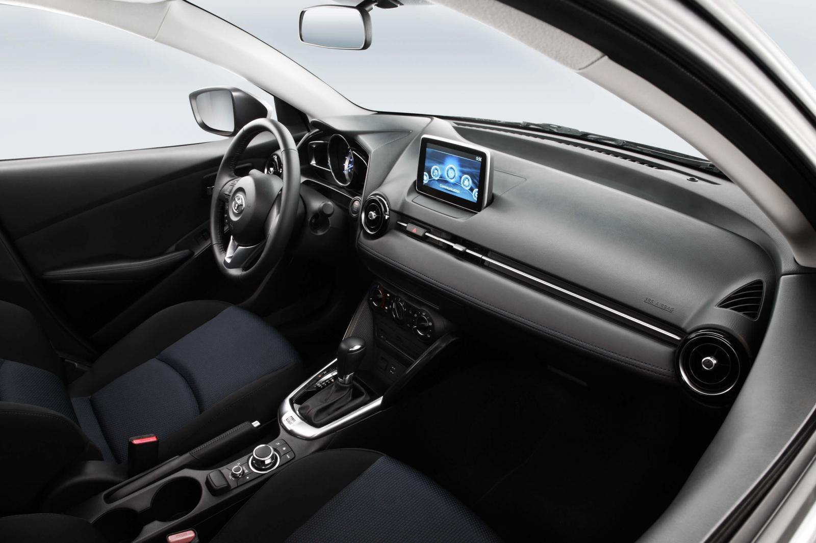 Toyota Yaris R 2019 XLE vs Mazda 2 Sedán 2019 i Grand Touring