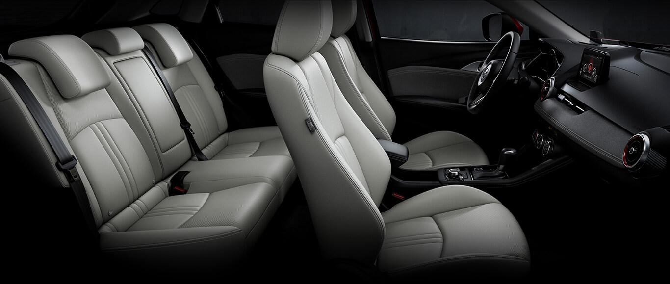 Interior de la Mazda CX-3 2019 i Grand Touring