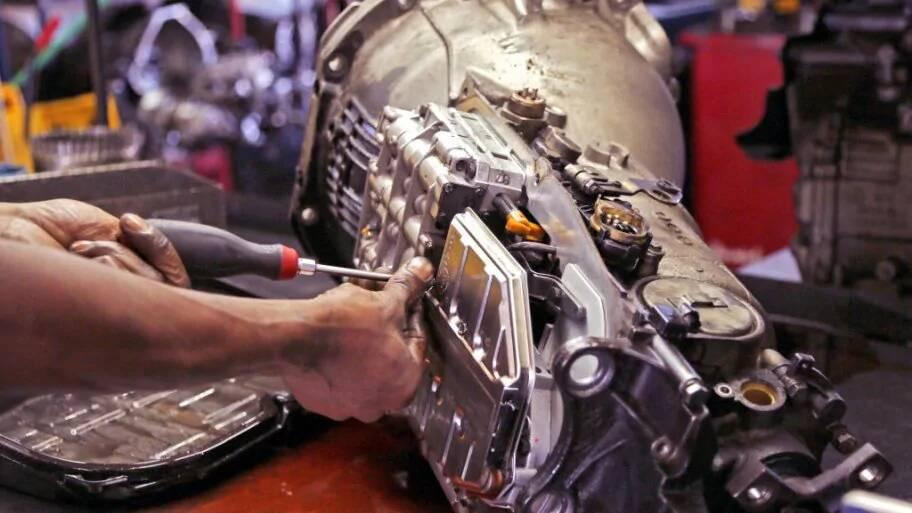 Fallas transmision automatica. Como checar el aceite de transmision automatica.