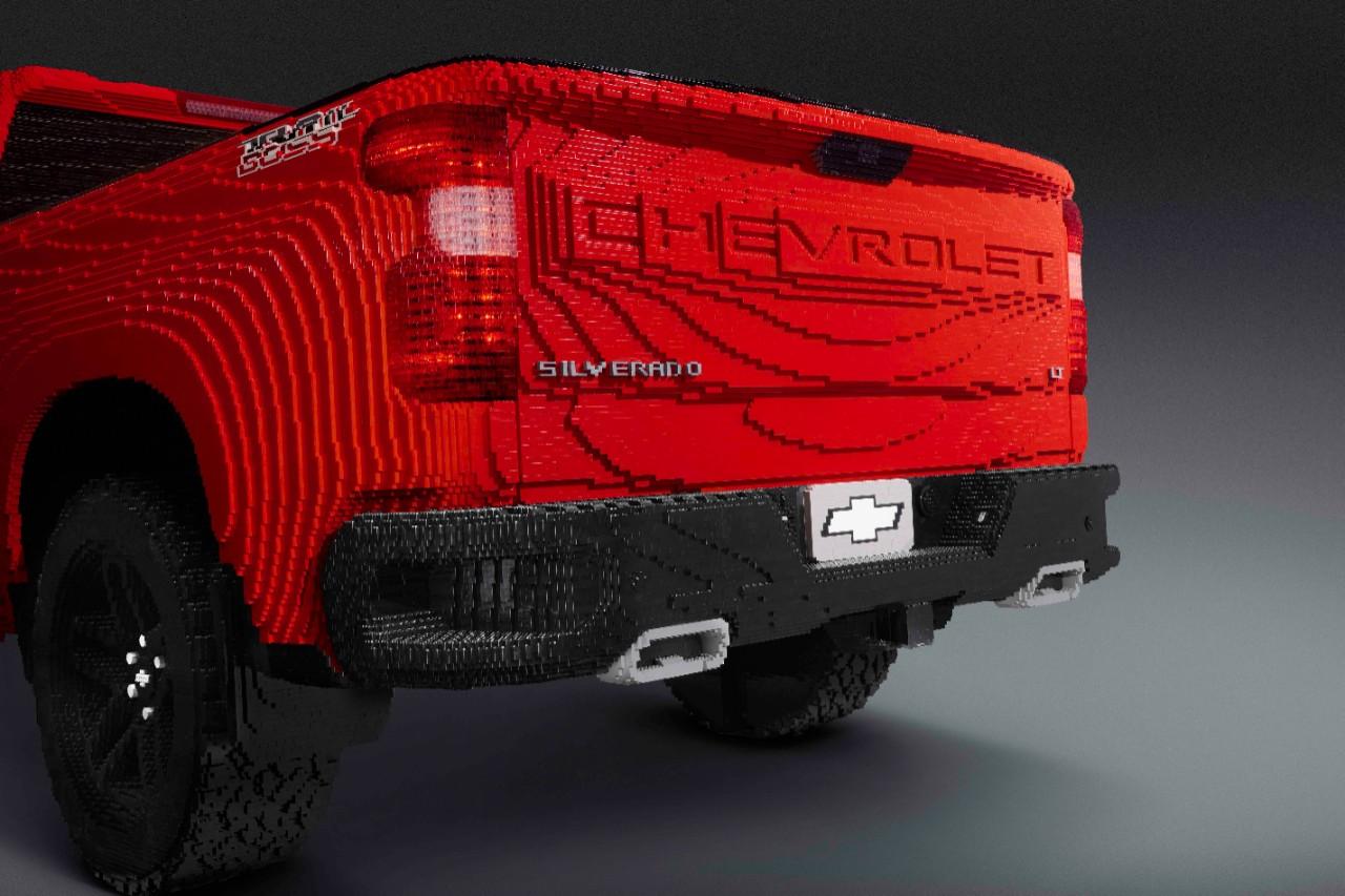 Chevrolet presentó una Silverado tamaño real ¡hecha de Lego!