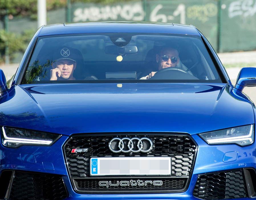 Neymar es otro que gusta de gastar millones de euros en sus vehículos