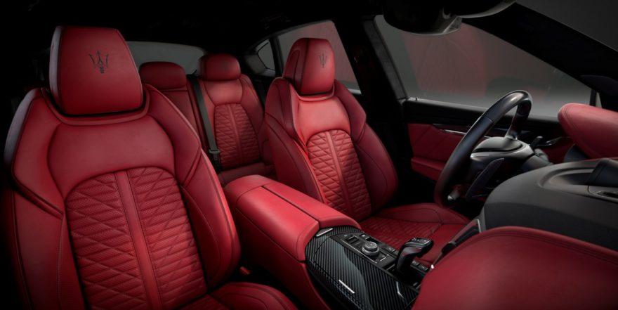 La cabina presume un diseño deportivo elegante y seductor