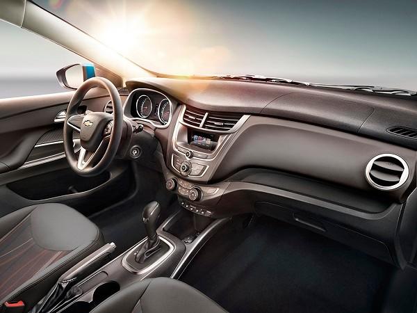 Comparativa: Chevrolet Aveo LTZ TA 2019 vs Dodge Attitude SXT TA 2019