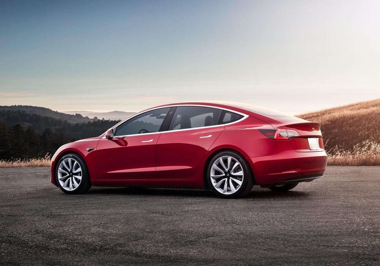 Musk inventa que Model 3 cuesta 35 mil dólares