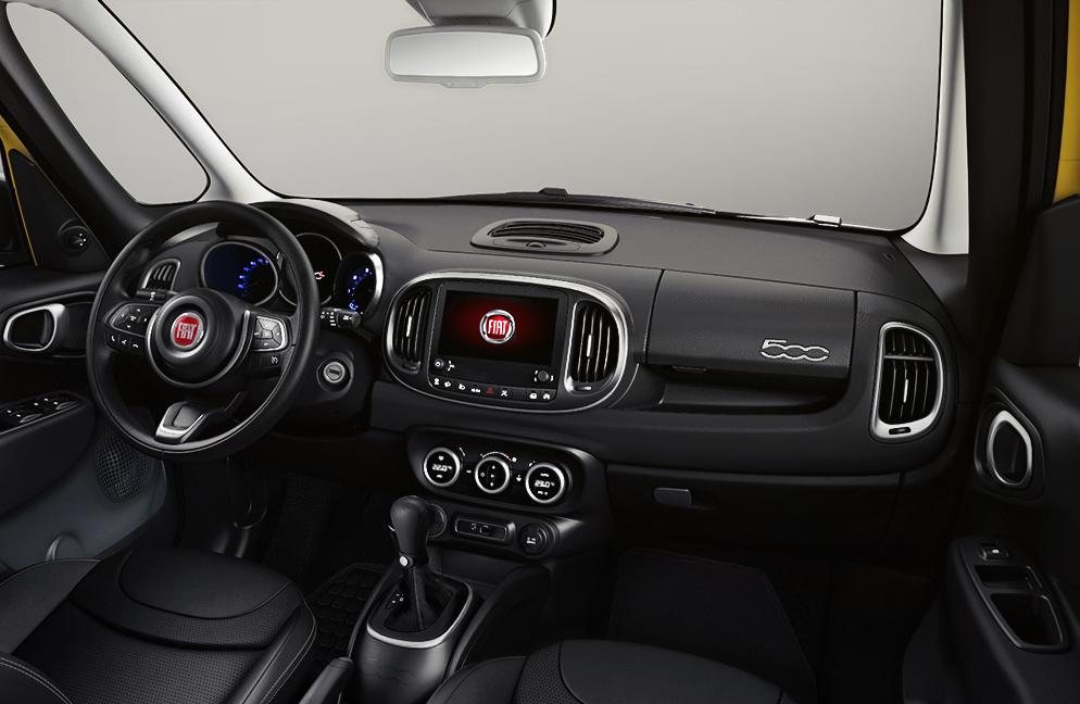 FIAT 500L 2019 interior