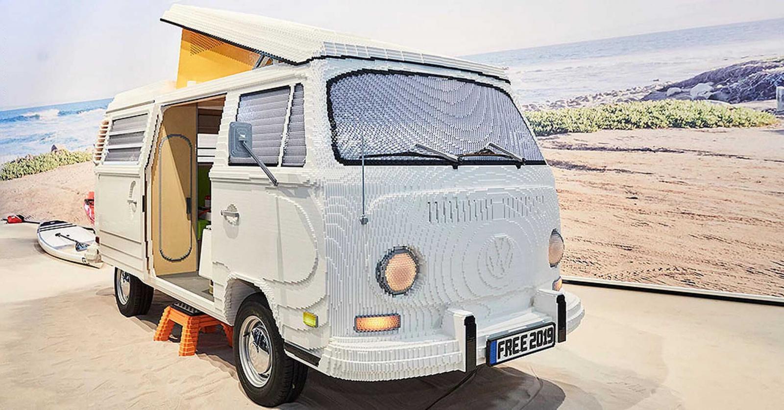 Esta VW Combi en tamaño real se construyó en Alemania