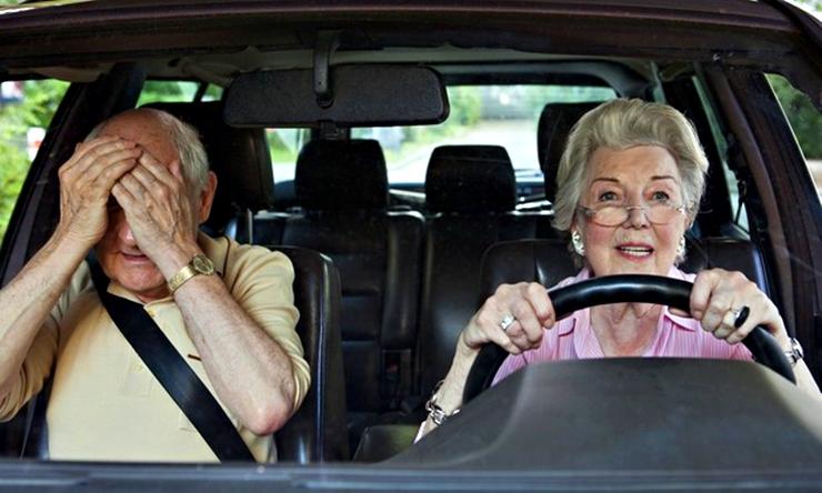 Conducir también es para las personas de la tercera edad