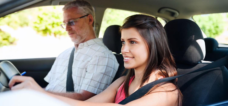 Los padres o tutores deben acompañar a los jóvenes en el proceso de aprender a manejar