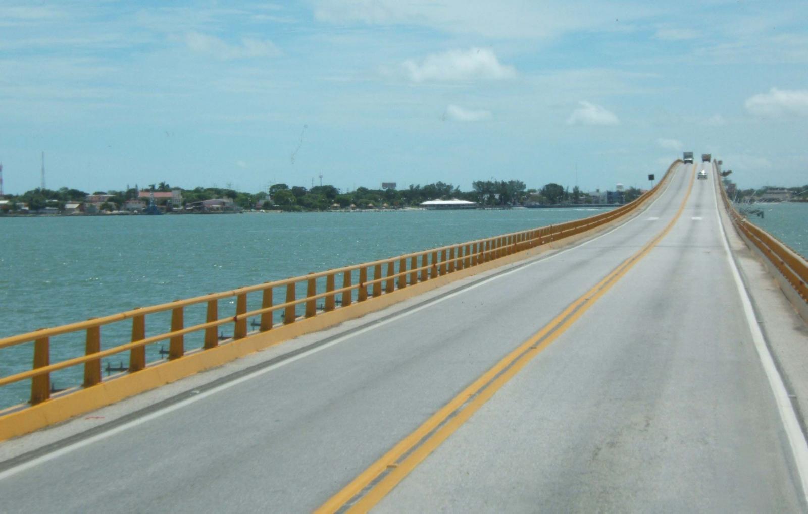 El Puente El Zacatal es la construcción de entrada a la península de Yucatán