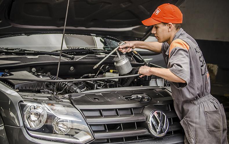 Servicio de motor para beneficio de todo tu coche