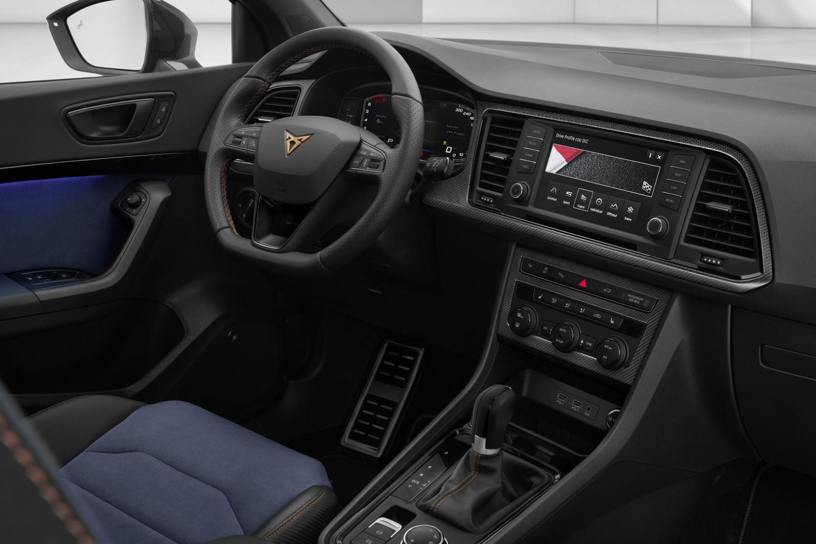 La Cupra Ateca Special Edition posee una cabina con múltiples detalles en fibra de carbono y color cobre