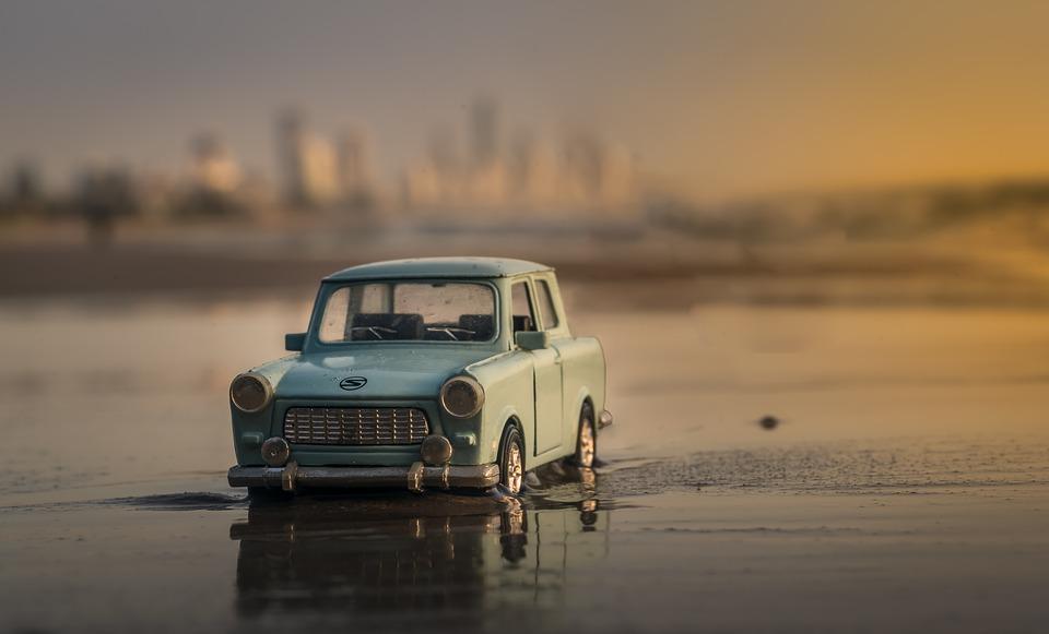 La pintura de tu auto puede salir dañada si no te das el tiempo de retirar las capas de arena y sal