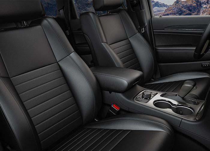 El interior de la Jeep Grand Cherokee Limited X 2019 tiene detalles deportivos