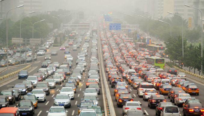 Los coches contaminan el aire