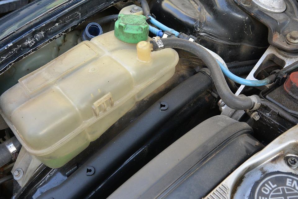 El agua destilada permite la absorción y disipación del calor