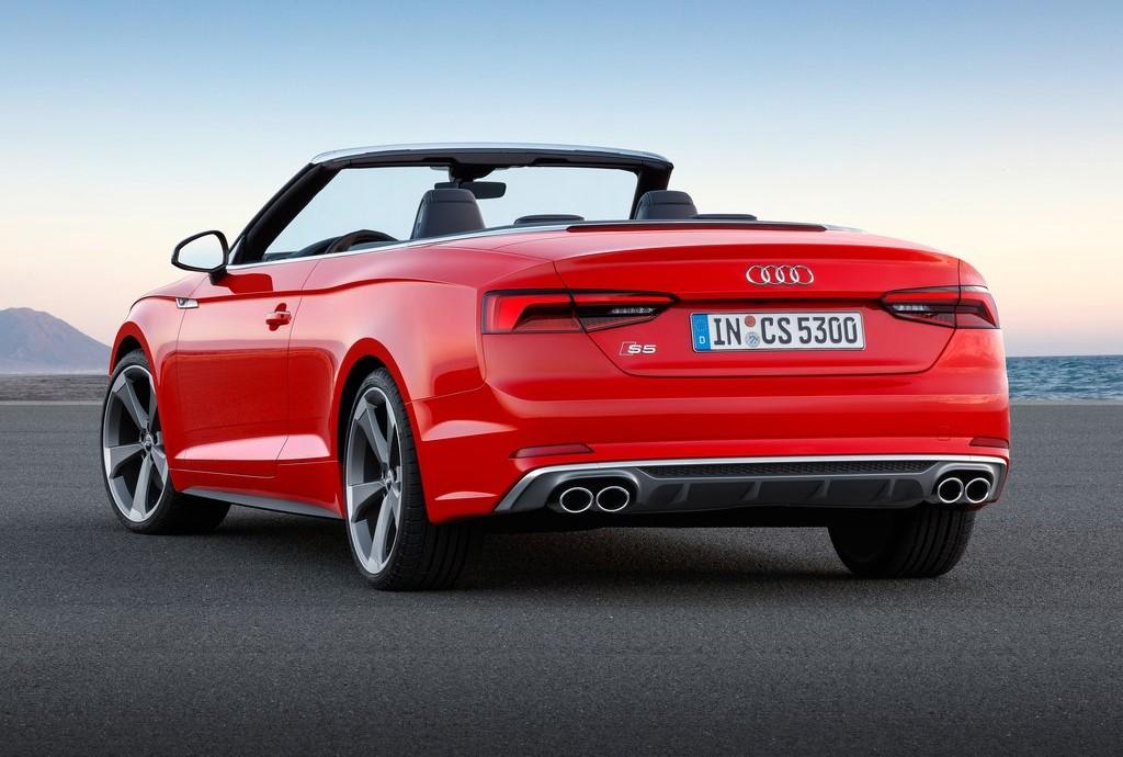 Audi convertible de color rojo