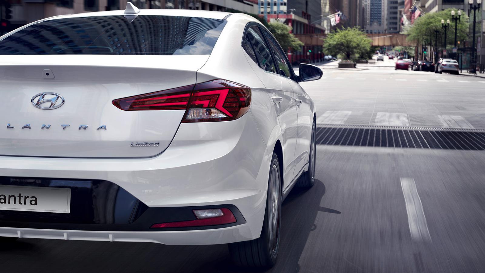 La conducción del Hyundai Elantra Limited Tech Navi 2019 puede resultar decepcionante en ocasiones