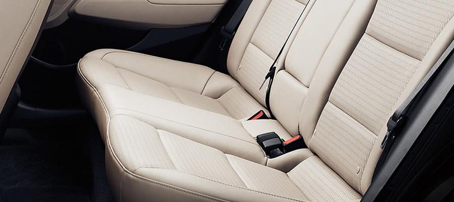 La cabina del Hyundai Elantra Limited Tech Navi 2019 carece de elementos que le den una imagen de mayor calidad