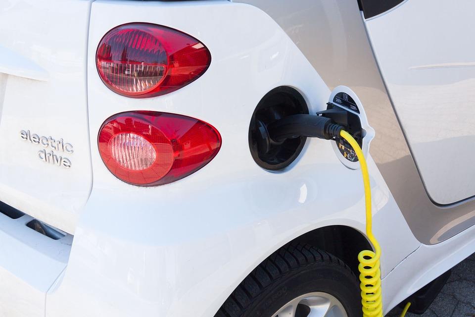 Amnistía Internacional resalta los peligros de los autos eléctricos