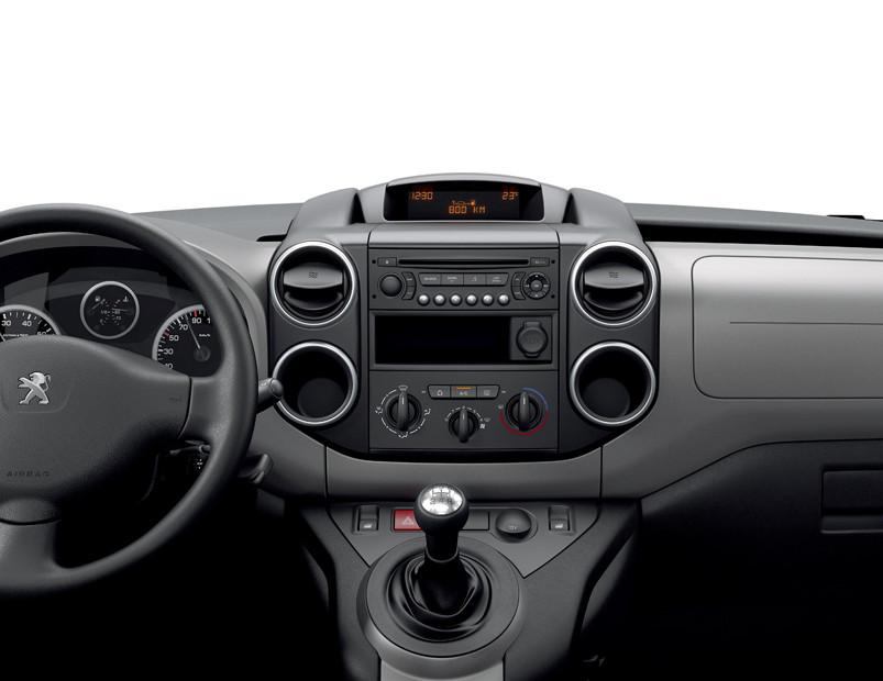 La Peugeot Partner Tepee precio en México incorpora el equipamiento básico para el entretenimiento