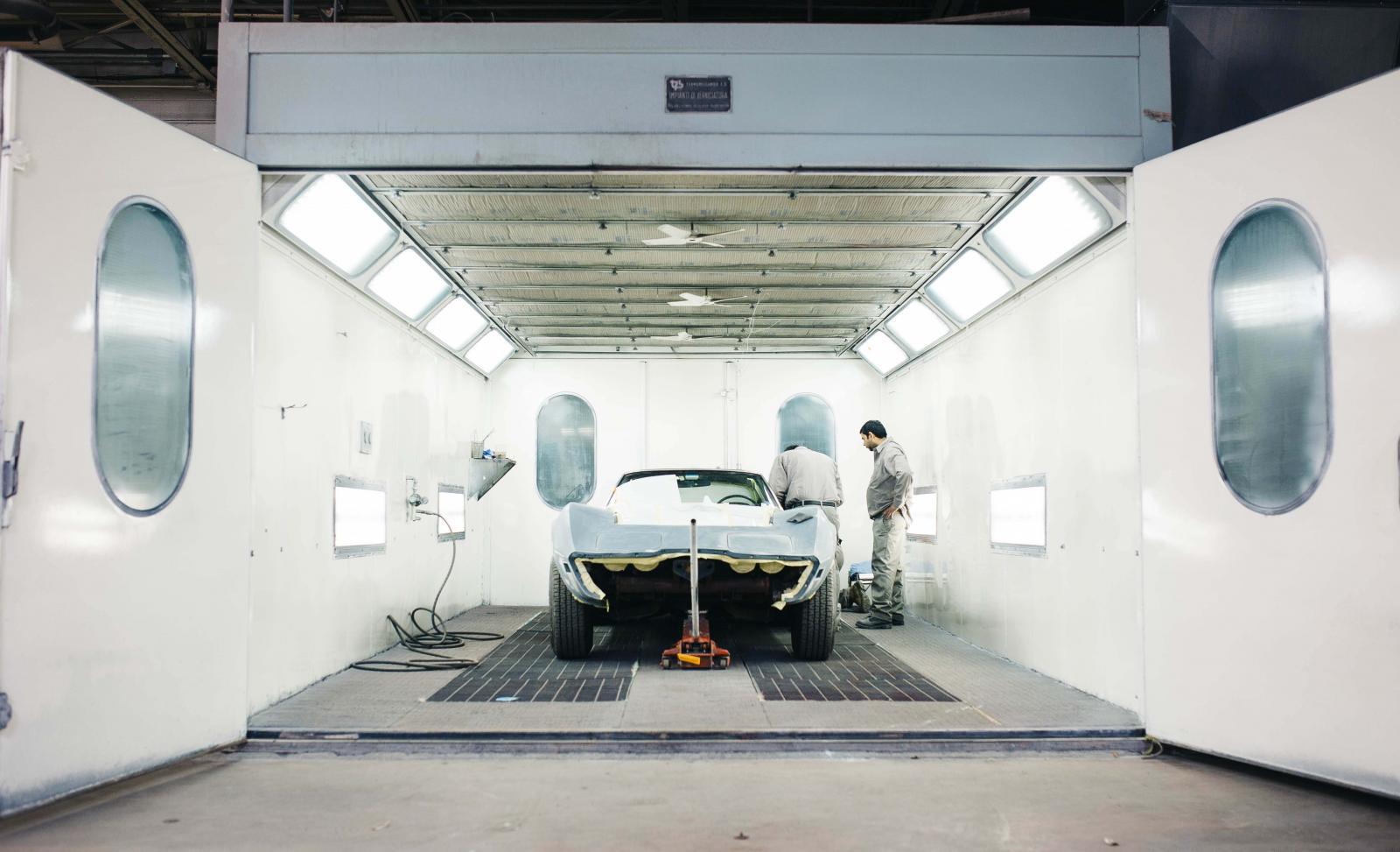 El proceso de pintura automotriz utiliza mucha agua