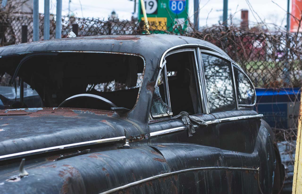 Los autos abandonados serán retirados de la vía pública