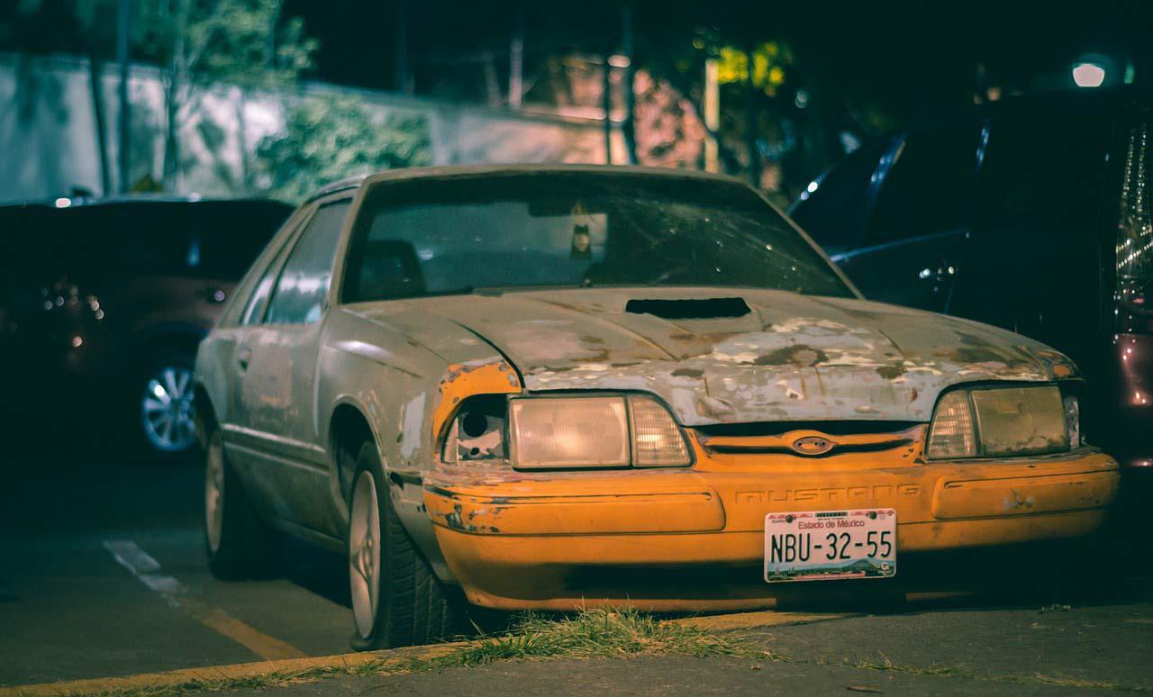 Los autos abandonados son un problema para la CDMX