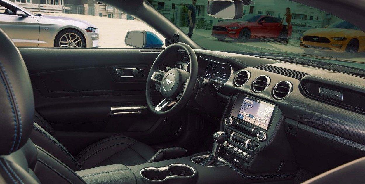 El Ford Mustang V8 TA Convertible 2019 evoca a la nostalgia en el área de la cabina