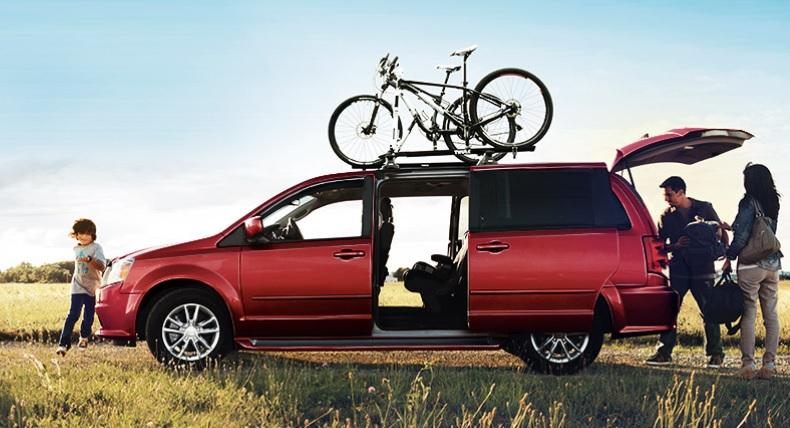 ¿Cómo instalar un portaequipaje en el auto?