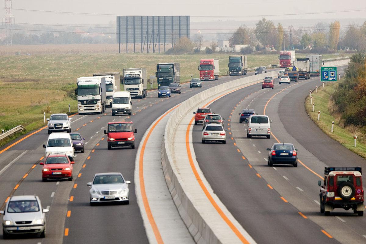 Distancia minima segura entre dos autos en movimiento