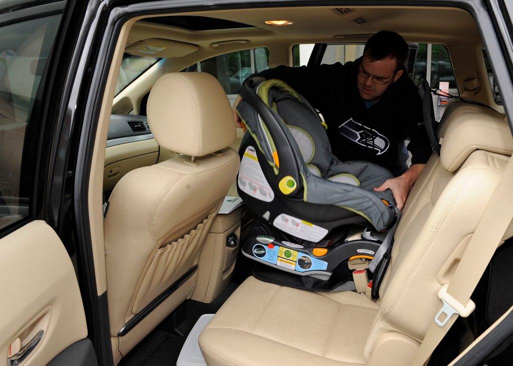 ¿Cómo colocar adecuadamente el asiento para bebé?