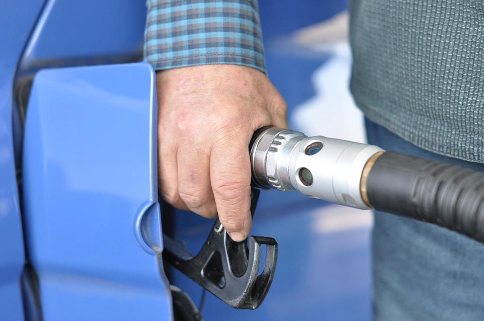 Verifica que no haya saltos irregulares en las bombas de gasolina