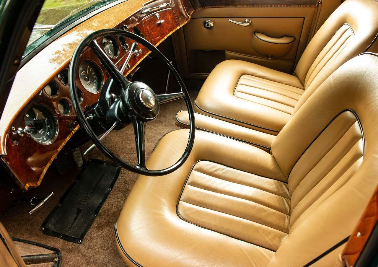 El Bentley Continental S2 Flying Spur era impulsado por un motor V8