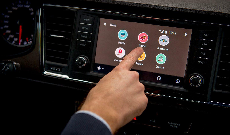 Aprende a usar el sistema de entretenimiento de tu auto