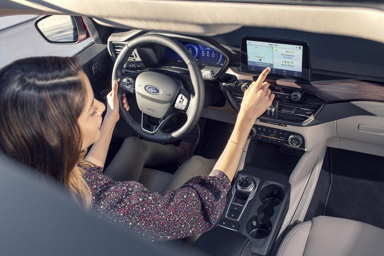Aprende a usar el sistema de entretenimiento para autos