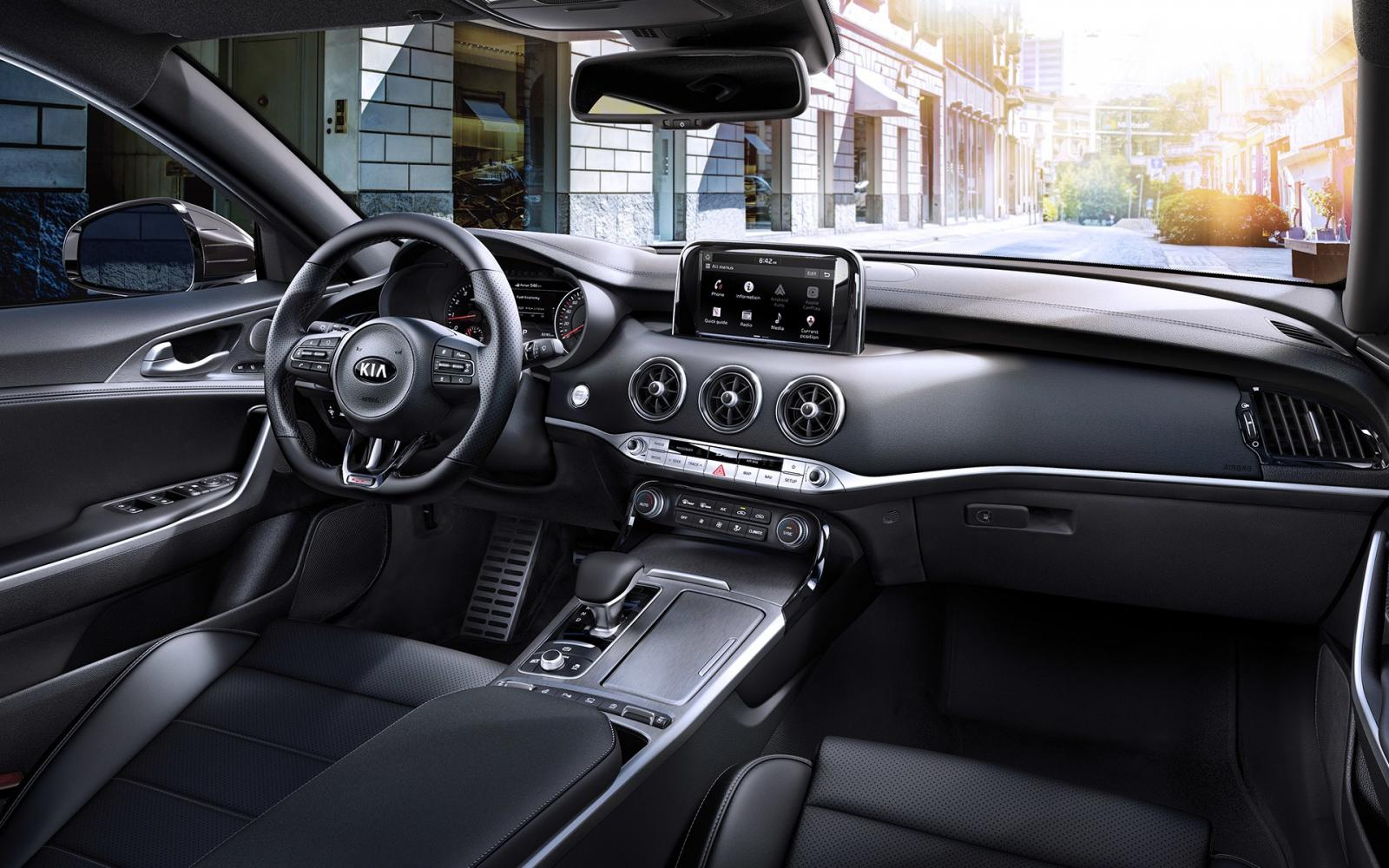 El diseño de la cabina del Kia Stinger GT 2019 puede mejorar en los próximos años