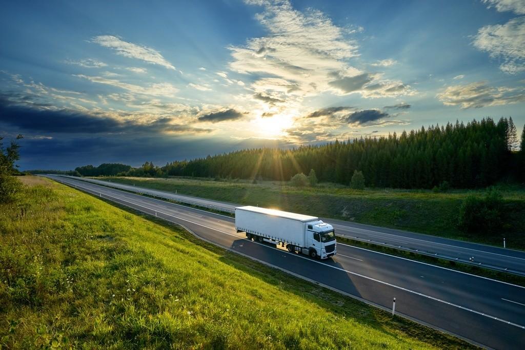 Cómo convivir con los camiones en carretera