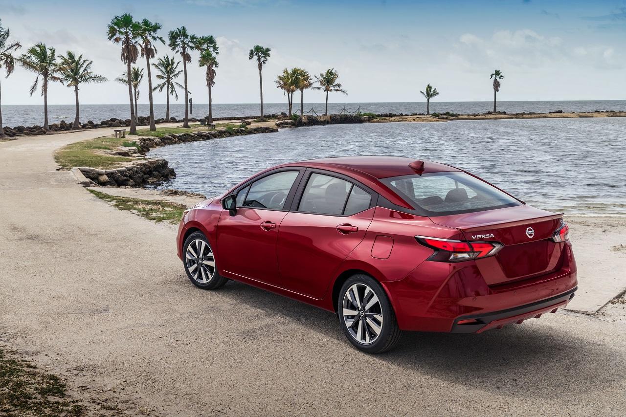 Nuevo Nissan Versa 2020, revelado con todos sus detalles a la orilla del mar