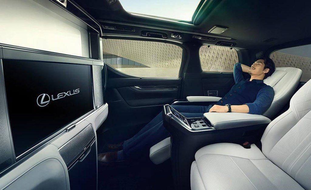 Lexus LM, la minivan japonesa para ejecutivos se vuelve una realidad