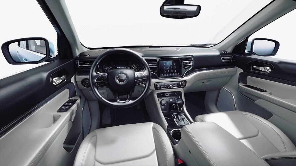La cabina de la Jeep Commander PHEV será muy parecida a la versión con motor de combustión interna
