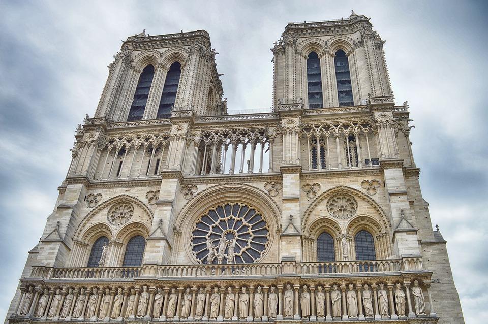 Nissan forma parte de las empresas interesadas en restaurar Notre Dame