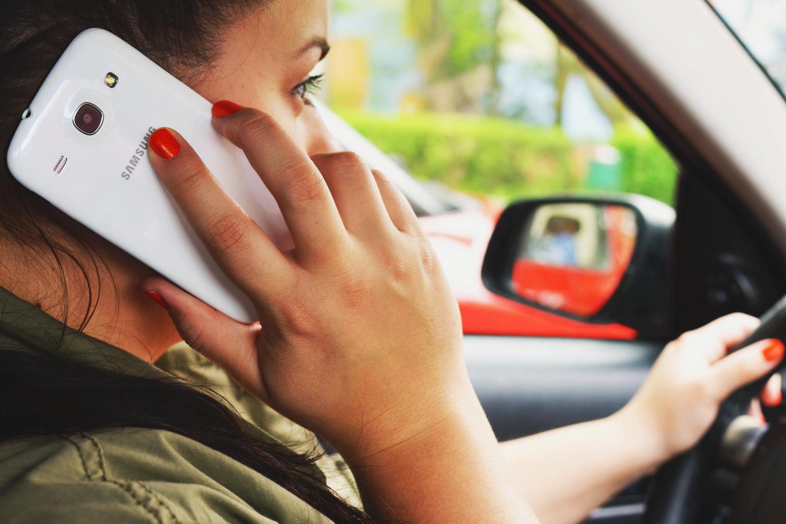 ¡Viaja segura! Tips para cuando conduces sola