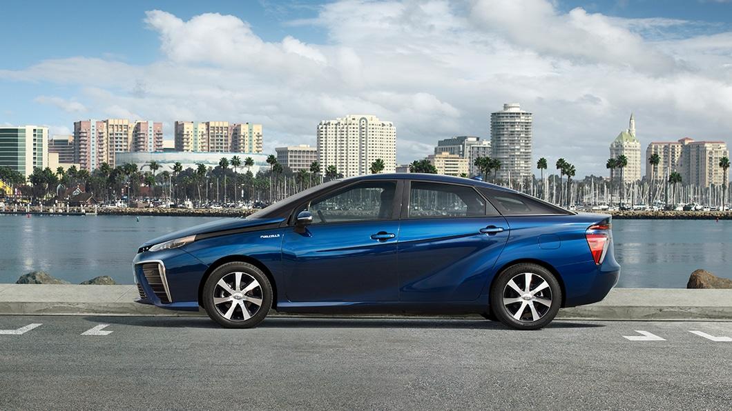 Un auto de hidrógeno necesita menos tiempo para recargar que un eléctrico