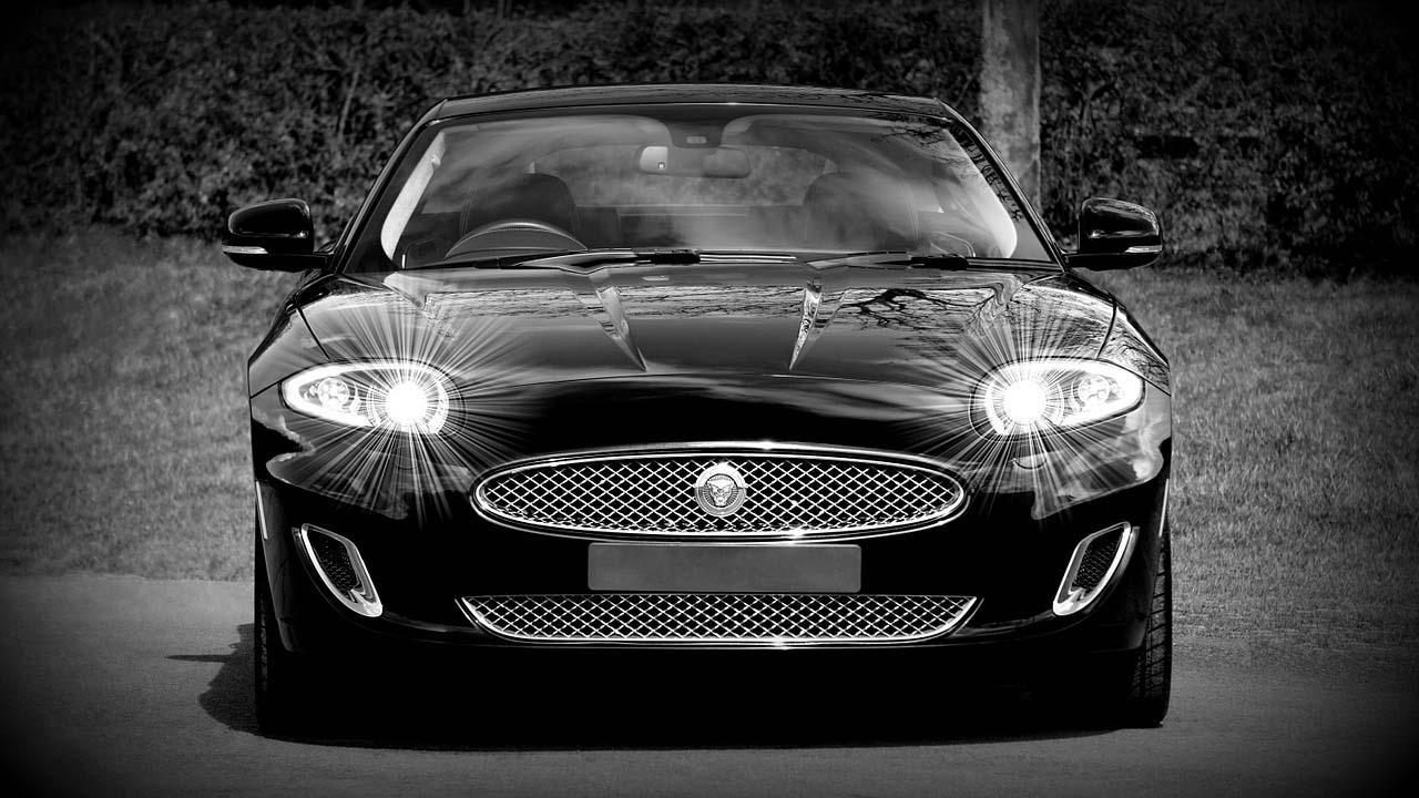 Las luces del auto con fundamentales para evitar accidentes