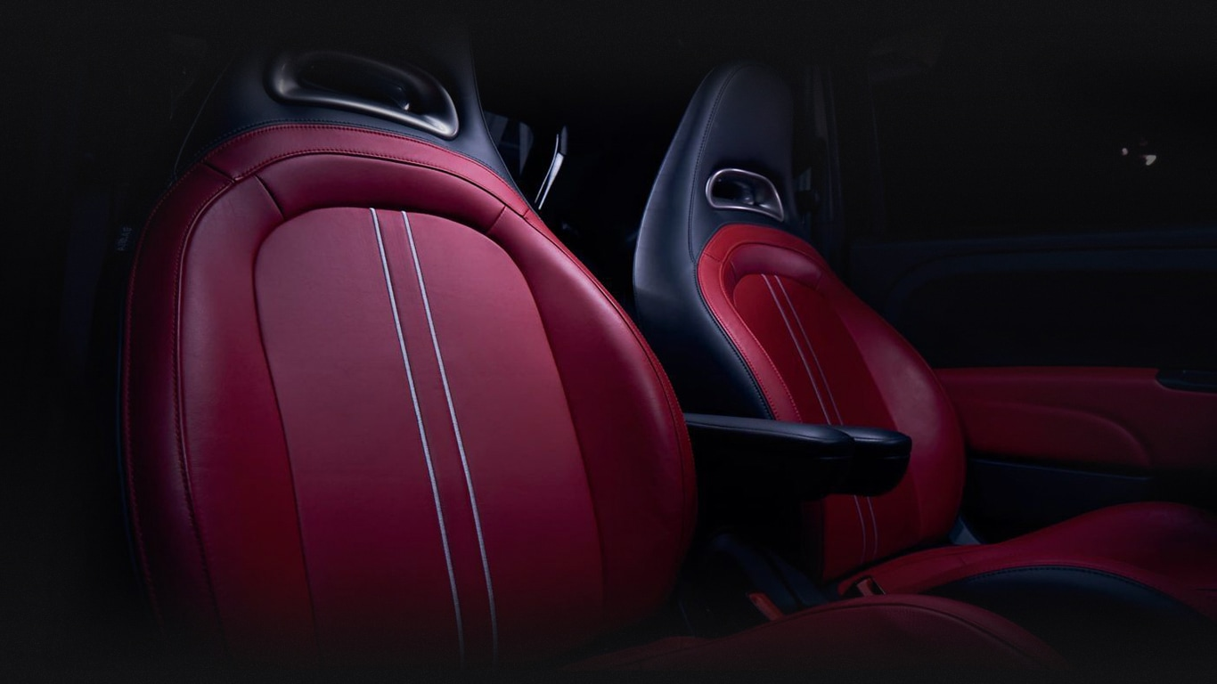 El FIAT 500 Abarth 2019 precio en México posee asientos forrados en piel