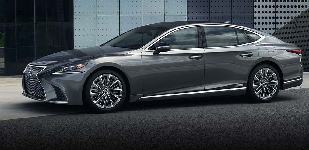El sedán más emblemático que pretende introducir Lexus México será sin duda el LS 500