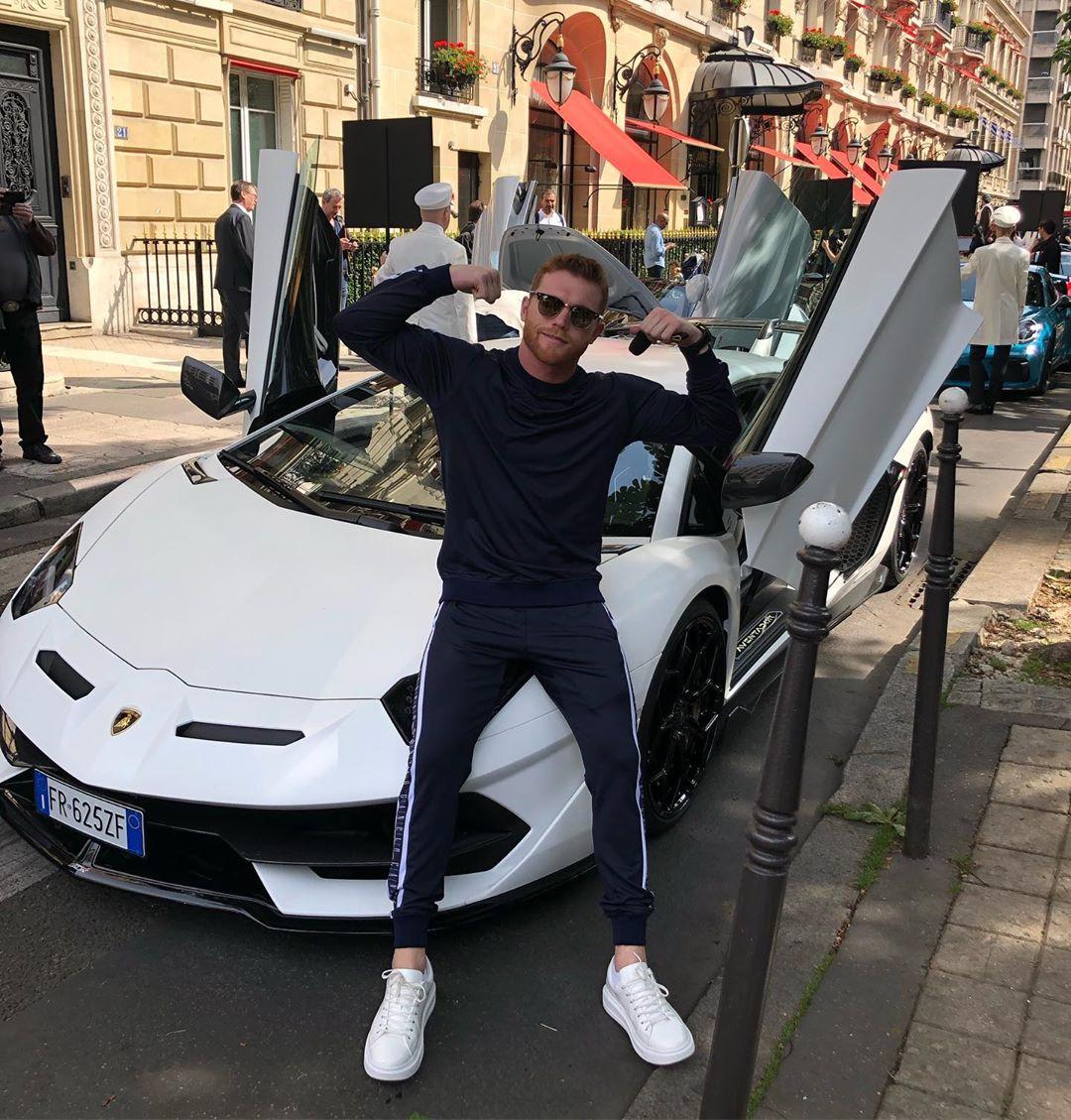 Canelo metió el acelerador a fondo a bordo de un Lamborghini Aventador SVJ