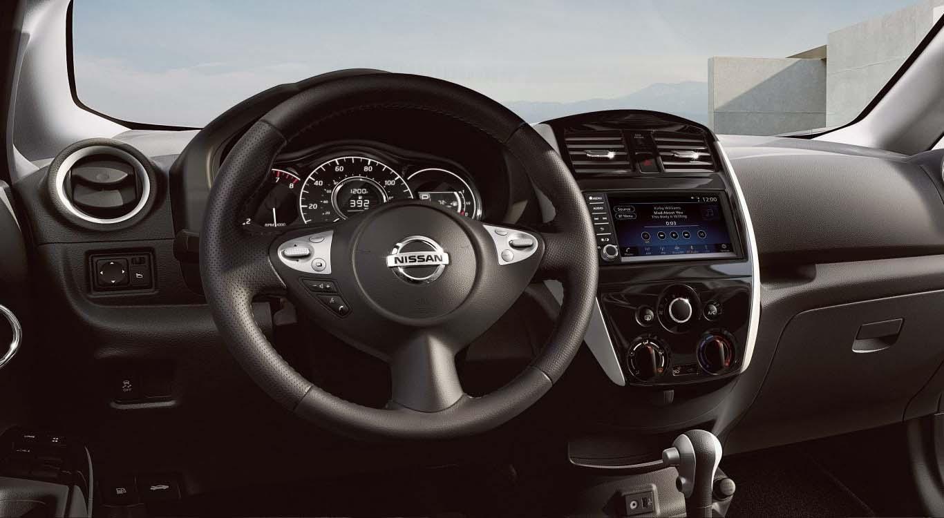 El interior del Nissan Note 2019 precio en México integra sistemas como pantalla táctil de 5.8 pulgadas
