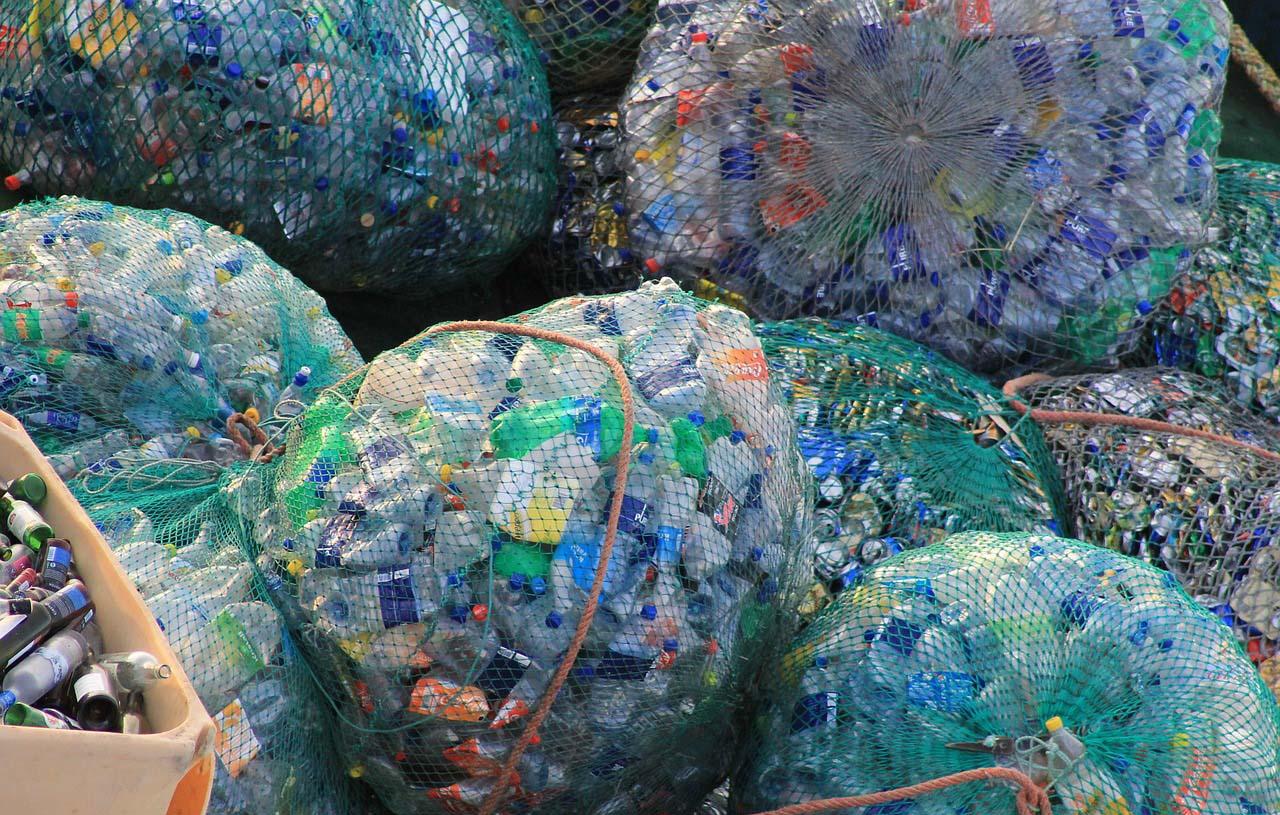 El PET que no se recicla termina en el océano