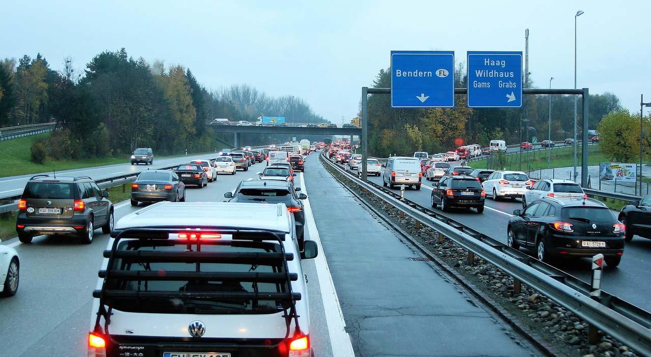 La distancia entre autos puede evitar accidentesa